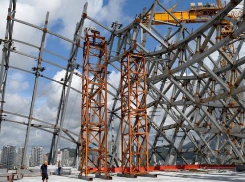 大型钢结构井架整体纠偏复位施工技术探究